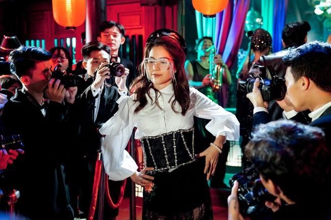 3 chiếc kính 4 số phận: Nam Em - Thu Minh bị tố đạo nhái Lisa (Black Pink), Phượng Chanel lại gây hoang mang - Ảnh 3.
