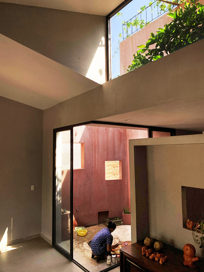 Vườn rau 7 bậc thang xanh tươi trên mái nhà của vợ chồng trung niên được các con xây tặng ở Quảng Ngãi - Ảnh 11.