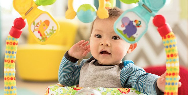 Tay khéo léo hơn và nói nhiều hơn là những cột mốc phát triển quan trọng của bé 5 tháng tuổi - Ảnh 2.
