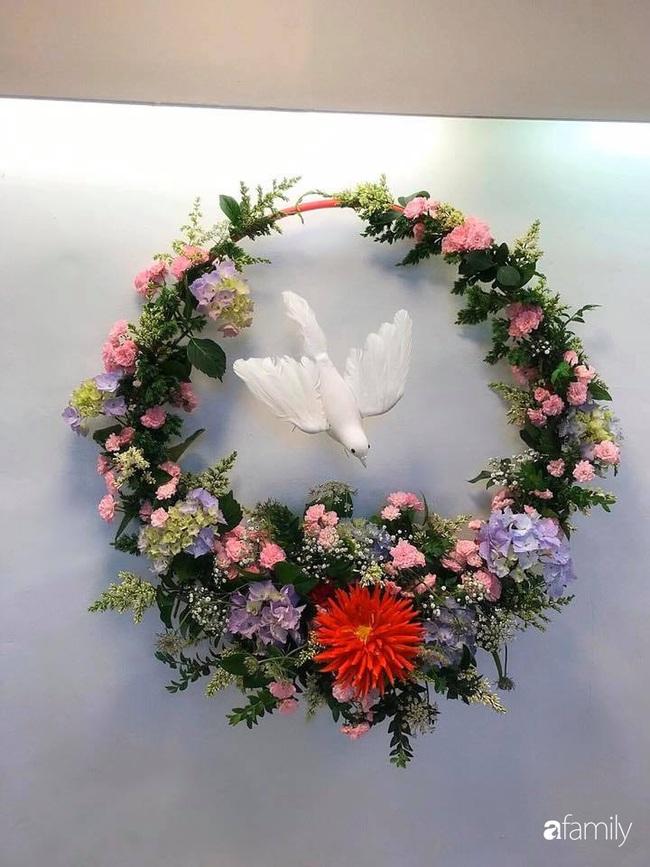 Ngắm những bình hoa tự cắm giúp tổ ấm thêm đẹp an lành đón Noel của những người phụ nữ Việt khéo tay - Ảnh 1.