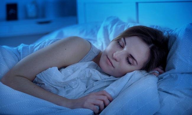 Hễ đi ngủ mà thấy 3 dấu hiệu này thì hãy yên tâm, thận của chị em đang hoạt động tốt hơn bao giờ hết đấy - Ảnh 2.