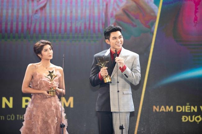 Vượt nhiều tên tuổi diễn viên kỳ cựu, Jun Phạm xúc động khi bất ngờ ẵm giải thưởng lớn dịp cuối năm - Ảnh 3.
