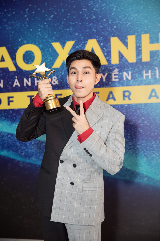 Vượt nhiều tên tuổi diễn viên kỳ cựu, Jun Phạm xúc động khi bất ngờ ẵm giải thưởng lớn dịp cuối năm - Ảnh 4.