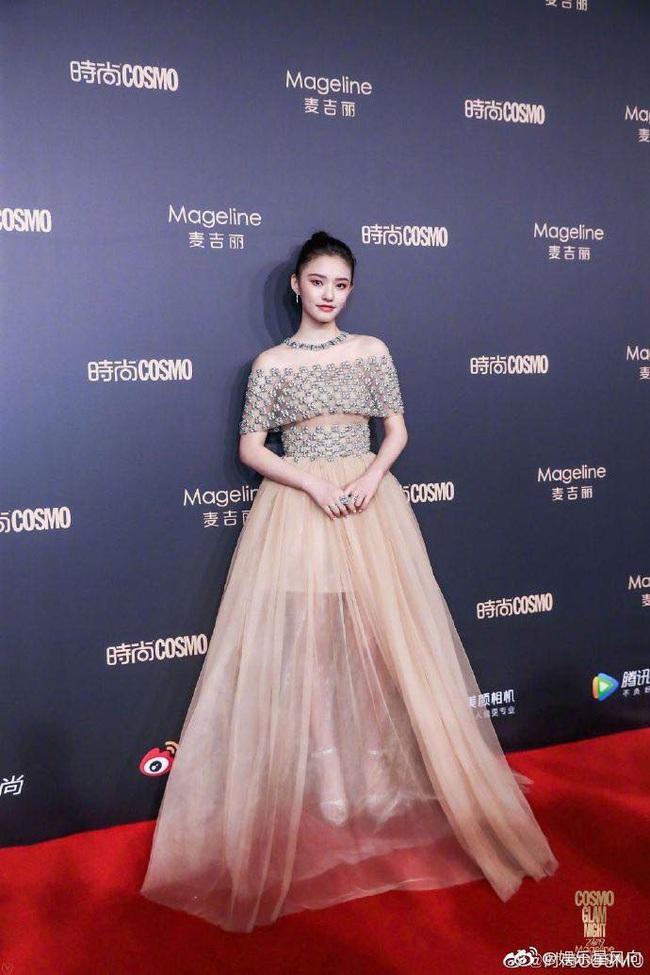 """Thảm đỏ nóng nhất Cbiz: Yoona xuất hiện xinh đẹp """"chặt chém"""" dàn mỹ nhân Hoa ngữ, nam thần Tiêu Chiến điển trai phong độ - Ảnh 9."""