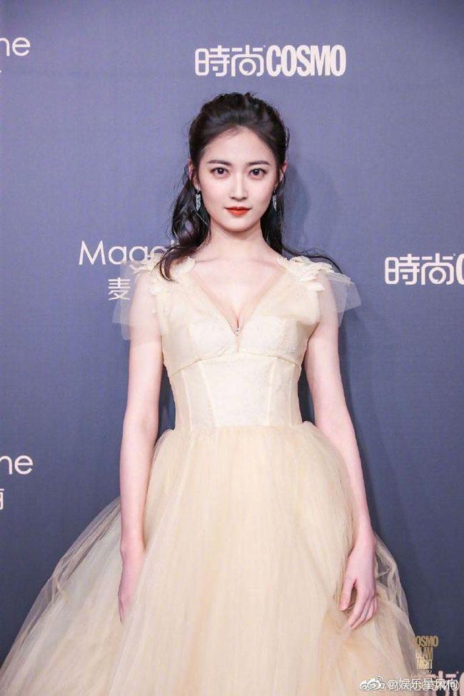 """Thảm đỏ nóng nhất Cbiz: Yoona xuất hiện xinh đẹp """"chặt chém"""" dàn mỹ nhân Hoa ngữ, nam thần Tiêu Chiến điển trai phong độ - Ảnh 12."""