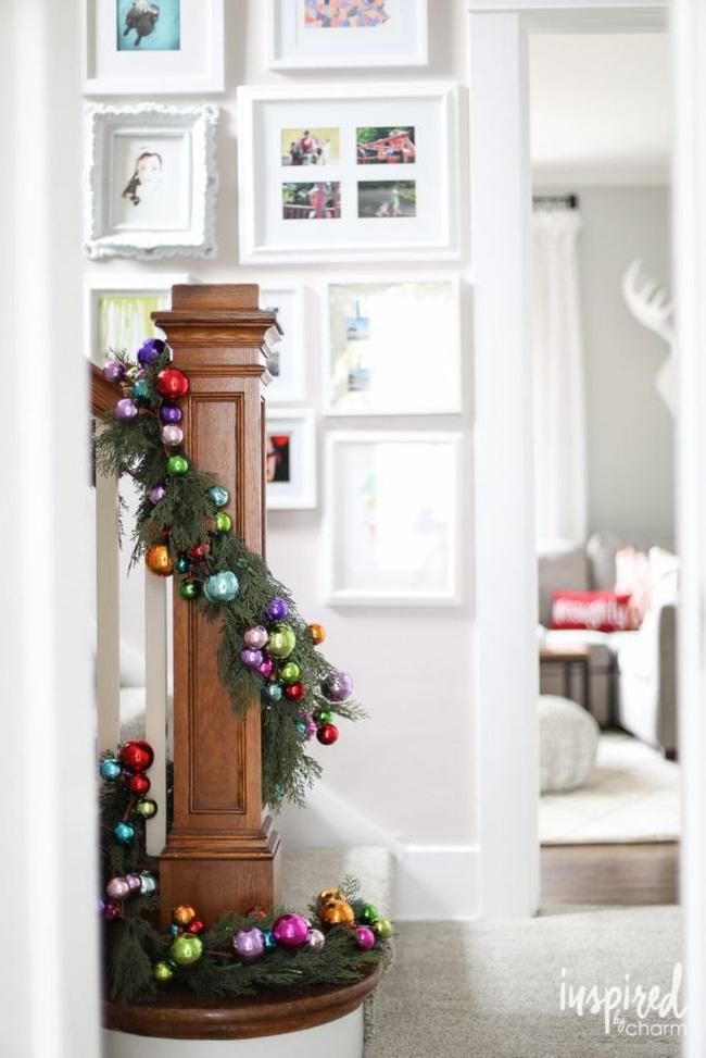 Mang vẻ đẹp hoàn hảo cho cầu thang dịp Giáng sinh nhờ lựa chọn đồ trang trí đúng điệu - Ảnh 2.