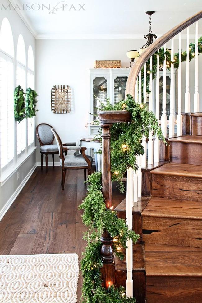 Mang vẻ đẹp hoàn hảo cho cầu thang dịp Giáng sinh nhờ lựa chọn đồ trang trí đúng điệu - Ảnh 3.