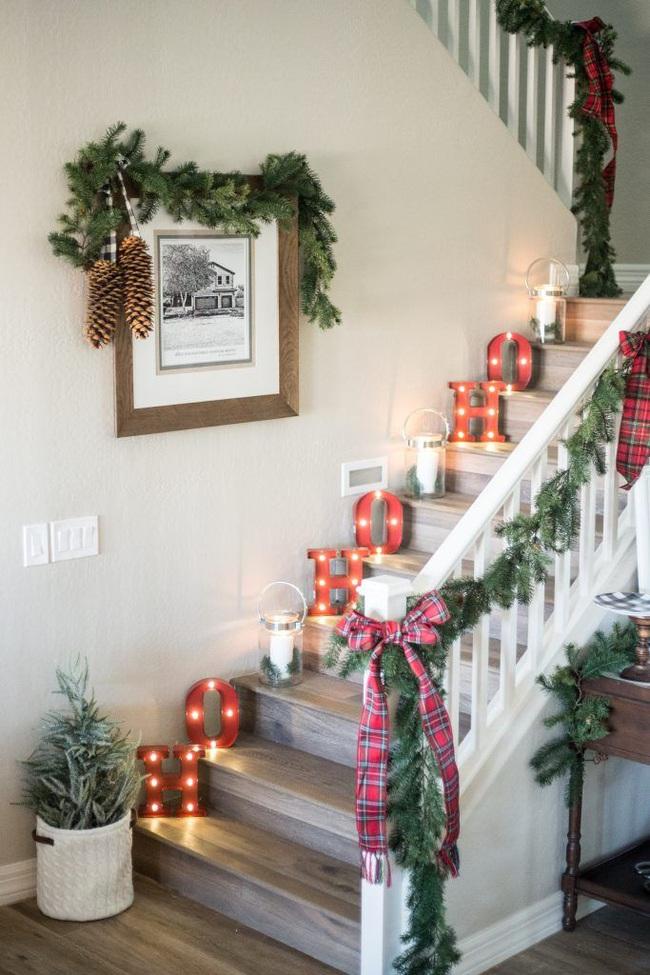 Mang vẻ đẹp hoàn hảo cho cầu thang dịp Giáng sinh nhờ lựa chọn đồ trang trí đúng điệu - Ảnh 4.