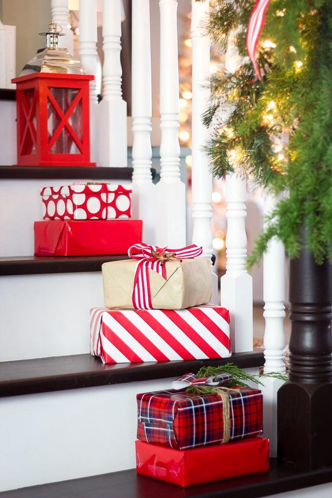 Mang vẻ đẹp hoàn hảo cho cầu thang dịp Giáng sinh nhờ lựa chọn đồ trang trí đúng điệu - Ảnh 9.