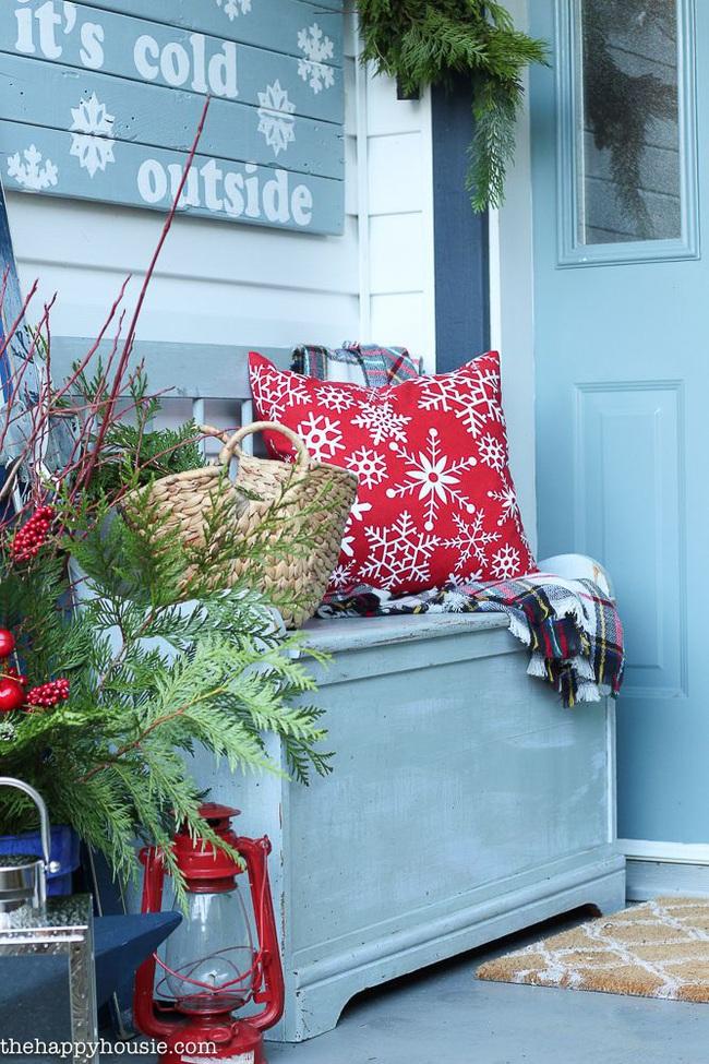 Hiên nhà xinh đẹp đón khách nhờ những ý tưởng decor độc đáo mùa Giáng sinh - Ảnh 1.