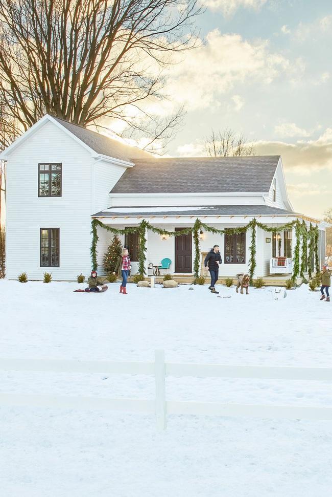 Hiên nhà xinh đẹp đón khách nhờ những ý tưởng decor độc đáo mùa Giáng sinh - Ảnh 5.