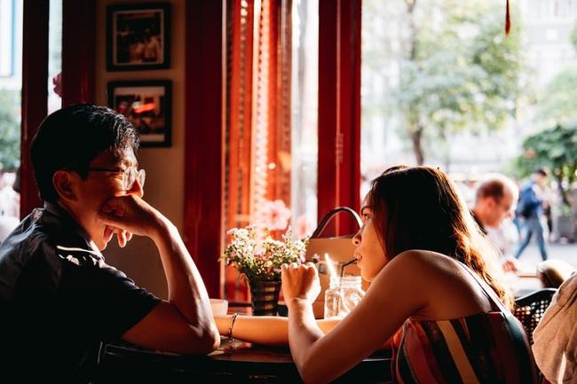"""5 dấu hiệu cho thấy người đàn ông của bạn đang có mối quan hệ thân thiết quá mức với """"cô nàng bạn thân"""" của anh ấy - Ảnh 3."""