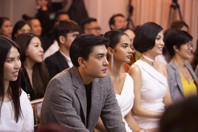 Cựu siêu mẫu Vũ Cẩm Nhung khoe eo thon, nhan sắc trẻ trung ở tuổi 43 - Ảnh 9.