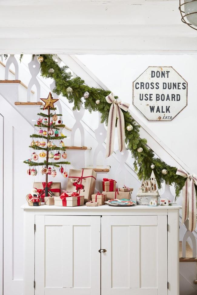 Mang vẻ đẹp hoàn hảo cho cầu thang dịp Giáng sinh nhờ lựa chọn đồ trang trí đúng điệu - Ảnh 14.
