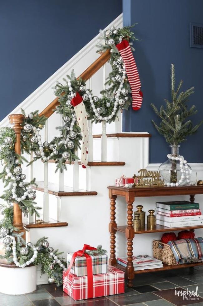 Mang vẻ đẹp hoàn hảo cho cầu thang dịp Giáng sinh nhờ lựa chọn đồ trang trí đúng điệu - Ảnh 15.