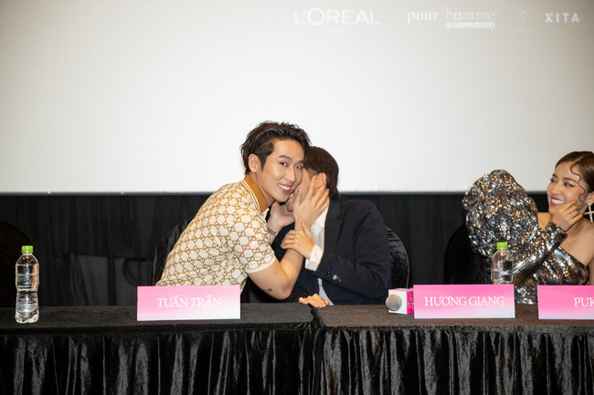 Xôn xao vì khoảnh khắc Tuấn Trần diễn cảnh hôn môi Hoa hậu Hương Giang ngay trong họp báo - Ảnh 6.