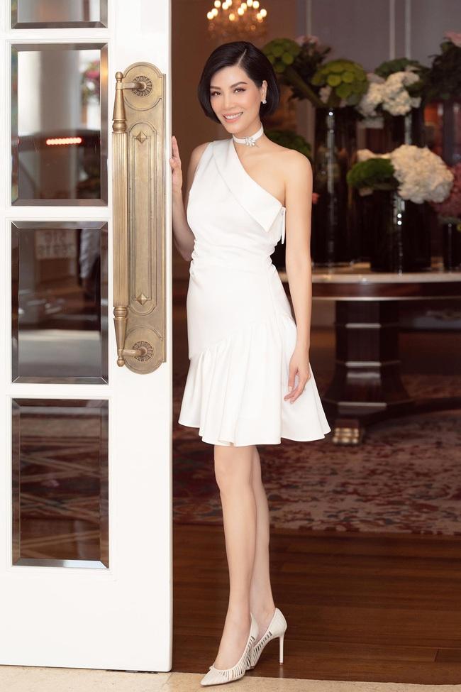 Cựu siêu mẫu Vũ Cẩm Nhung khoe eo thon, nhan sắc trẻ trung ở tuổi 43 - Ảnh 4.