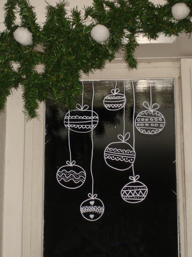 5 cách trang trí cửa sổ ngày Giáng sinh vô cùng dễ thương và bắt mắt - Ảnh 4.