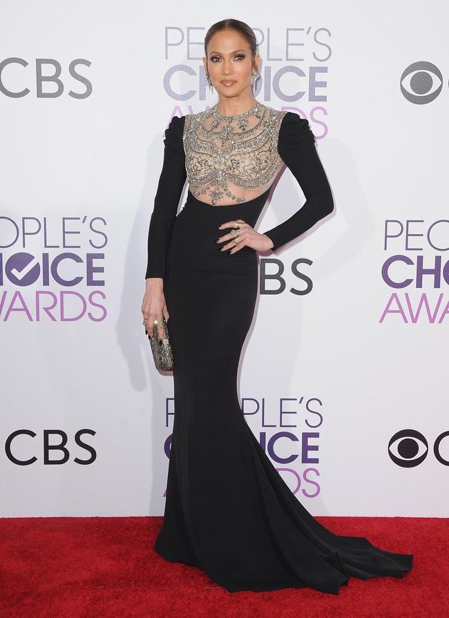 Một chiếc váy hai thái cực: Lee Young Ae nền nã, Jennifer Lopez thì không giấu nổi vẻ sexy bức người dù mặc rất kín đáo - Ảnh 5.