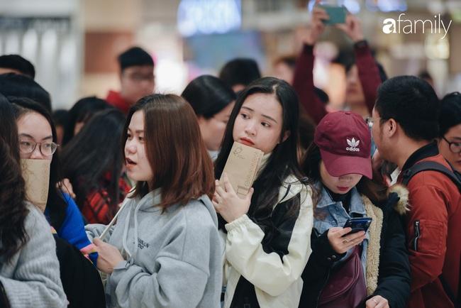 Trà sữa Koi Thé nổi danh Sài Gòn chính thức mở cửa hàng đầu tiên tại Aeon Mall Hà Nội: Khách xếp hàng đông nườm nượp từ trước 9 giờ sáng! - Ảnh 4.