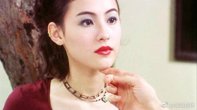 """Trương Bá Chi """"gây bão"""" khi makeup theo phong cách từ chục năm trước: Chẳng hề lỗi thời mà còn chứng minh nhan sắc lão hóa ngược - Ảnh 9."""