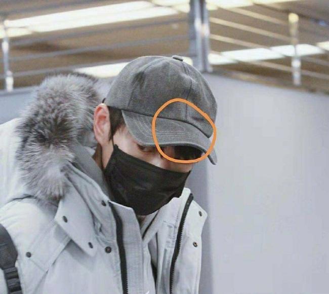 Dương Mịch lộ bằng chứng hẹn hò trai trẻ Ngụy Đại Huân khi cùng đội chung mũ, đi chung giày - Ảnh 3.