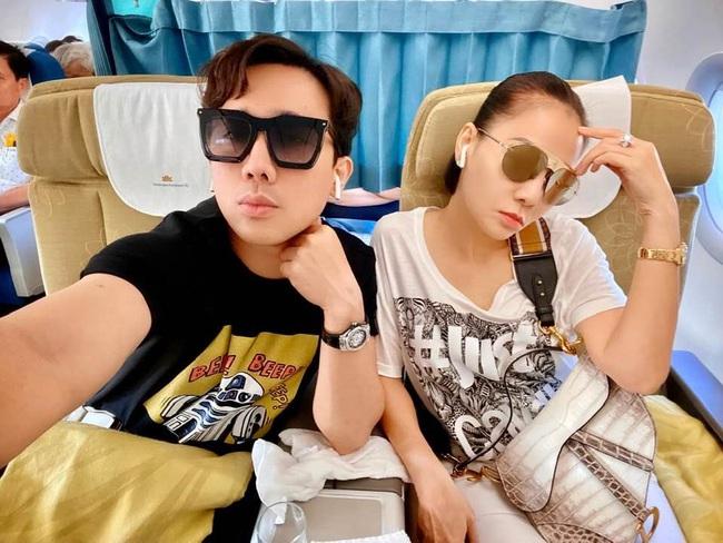 """Chỉ đi tổng duyệt HHHV, Thu Minh cũng chiếm hết spotlight với chiếc túi bạch tạng """"tiền tạ tiền  tấn"""" - Ảnh 1."""