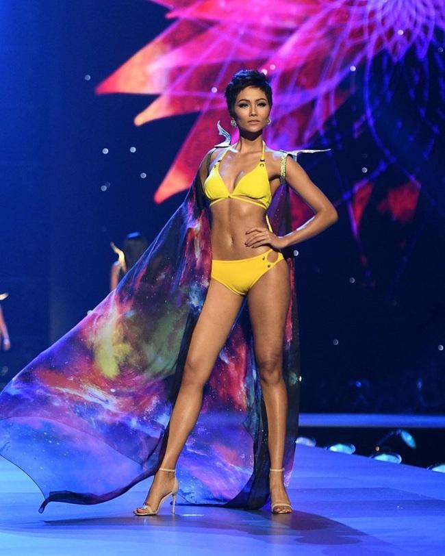 """Hình ảnh """"Wonder Woman"""" của H'Hen Niê tái hiện lại trong những thiết kế bikini của Top 10 Hoa hậu Hoàn vũ 2019 - Ảnh 3."""