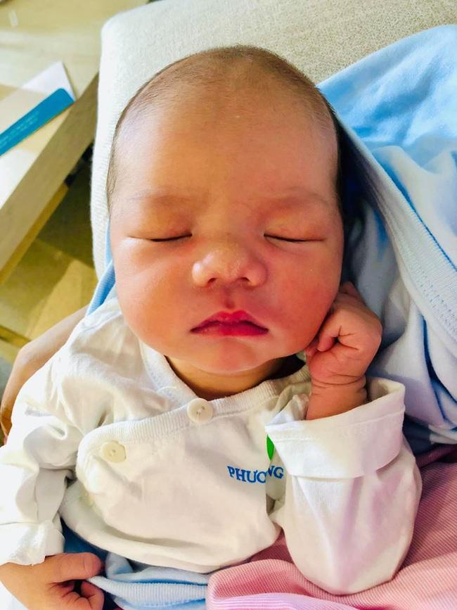 MC Minh Trang tiết lộ những tuyệt chiêu kích sữa hiệu quả để có đủ sữa cho con bú - Ảnh 1.