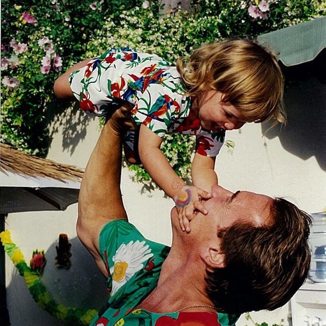 """Ông bố ngôi sao """"Kẻ hủy diệt"""" Arnold Schwarzenegger – Được mệnh danh ông bố quốc dân chẳng kém sao Hàn - Ảnh 1."""