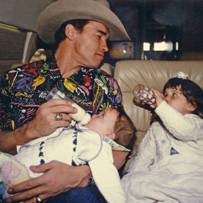 """Ông bố ngôi sao """"Kẻ hủy diệt"""" Arnold Schwarzenegger – Được mệnh danh ông bố quốc dân chẳng kém sao Hàn - Ảnh 3."""