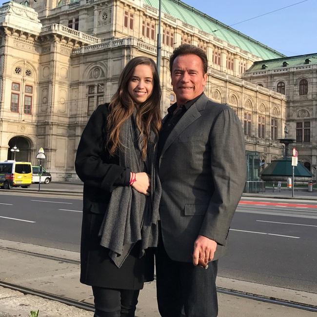 """Ông bố ngôi sao """"Kẻ hủy diệt"""" Arnold Schwarzenegger – Được mệnh danh ông bố quốc dân chẳng kém sao Hàn - Ảnh 14."""
