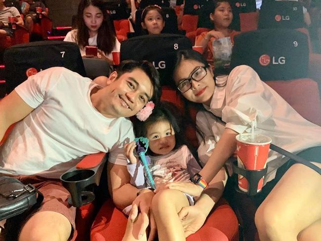 Đưa con gái 3 tuổi đi xem phim Elsa, Vân Trang sợ bé không hiểu nhưng Nì phản ứng khiến mẹ bất ngờ - Ảnh 3.