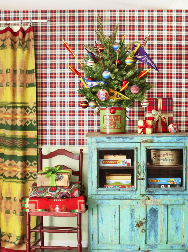 Những ý tưởng decor giá đỡ cây thông vừa nhanh chóng vừa tiết kiệm tạo nét độc đáo cho nhà bạn dịp Noel - Ảnh 4.