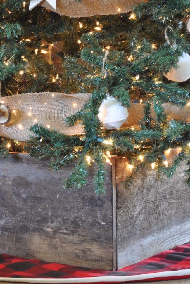 Những ý tưởng decor giá đỡ cây thông vừa nhanh chóng vừa tiết kiệm tạo nét độc đáo cho nhà bạn dịp Noel - Ảnh 7.