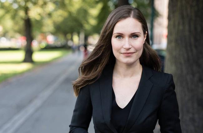 Nữ thủ tướng trẻ nhất Phần Lan gây sốt dư luận: Một bà mẹ bỉm sữa xinh đẹp không tỳ vết cùng góc khuất gia đình ít ai biết - Ảnh 2.