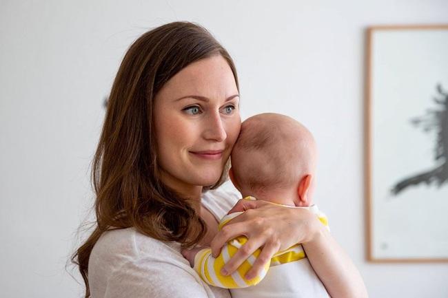 Nữ thủ tướng trẻ nhất Phần Lan gây sốt dư luận: Một bà mẹ bỉm sữa xinh đẹp không tỳ vết cùng góc khuất gia đình ít ai biết - Ảnh 3.