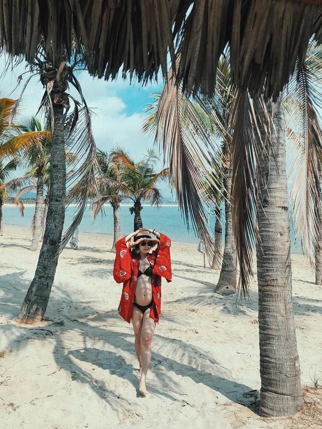 Mang bụng bầu khá lớn, hot girl đời đầu Mi Vân vẫn xinh đẹp nức lòng diện bikini khi đi tắm biển - Ảnh 3.