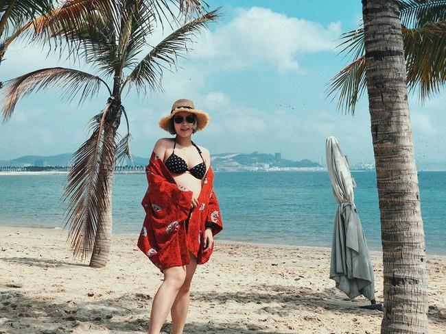 Mang bụng bầu khá lớn, hot girl đời đầu Mi Vân vẫn xinh đẹp nức lòng diện bikini khi đi tắm biển - Ảnh 4.