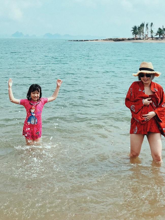 Mang bụng bầu khá lớn, hot girl đời đầu Mi Vân vẫn xinh đẹp nức lòng diện bikini khi đi tắm biển - Ảnh 6.