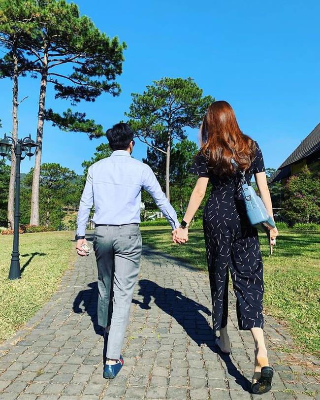Đi du lịch đầu năm, Cường Đô la - Đàm Thu Trang cùng nhau làm hành động ngọt ngào này - Ảnh 2.