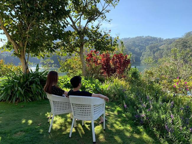 Đi du lịch đầu năm, Cường Đô la - Đàm Thu Trang cùng nhau làm hành động ngọt ngào này - Ảnh 1.