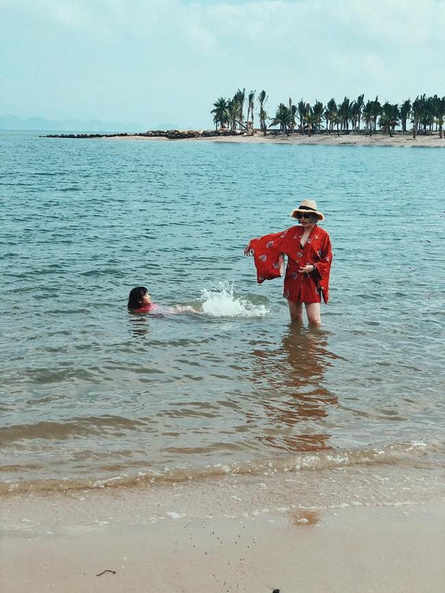 Mang bụng bầu khá lớn, hot girl đời đầu Mi Vân vẫn xinh đẹp nức lòng diện bikini khi đi tắm biển - Ảnh 10.