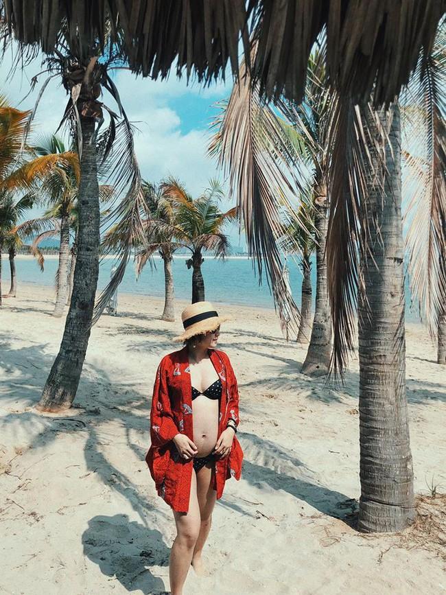 Mang bụng bầu khá lớn, hot girl đời đầu Mi Vân vẫn xinh đẹp nức lòng diện bikini khi đi tắm biển - Ảnh 8.