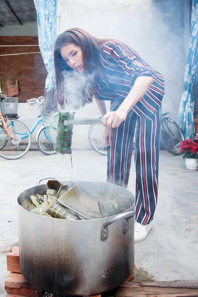 Minh Tú xúc động khi mang cái Tết ấm áp cho 4 bà cháu nhà nghèo tại Đồng Tháp - Ảnh 5.