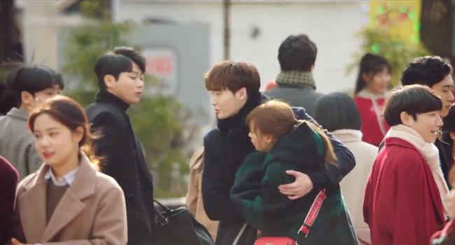 Phụ lục tình yêu: Mang danh chị em nhưng Lee Jong Suk lại tình tứ nắm tay chị gái Lee Na Young thế này - Ảnh 6.