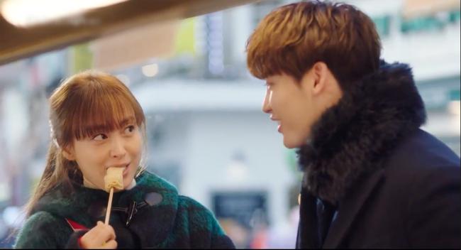 Phụ lục tình yêu: Mang danh chị em nhưng Lee Jong Suk lại tình tứ nắm tay chị gái Lee Na Young thế này - Ảnh 2.