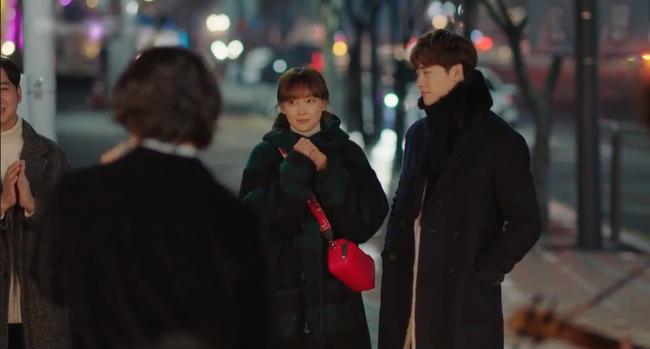 Phụ lục tình yêu: Mang danh chị em nhưng Lee Jong Suk lại tình tứ nắm tay chị gái Lee Na Young thế này - Ảnh 7.