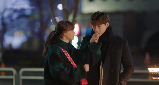 Phụ lục tình yêu: Mang danh chị em nhưng Lee Jong Suk lại tình tứ nắm tay chị gái Lee Na Young thế này - Ảnh 9.