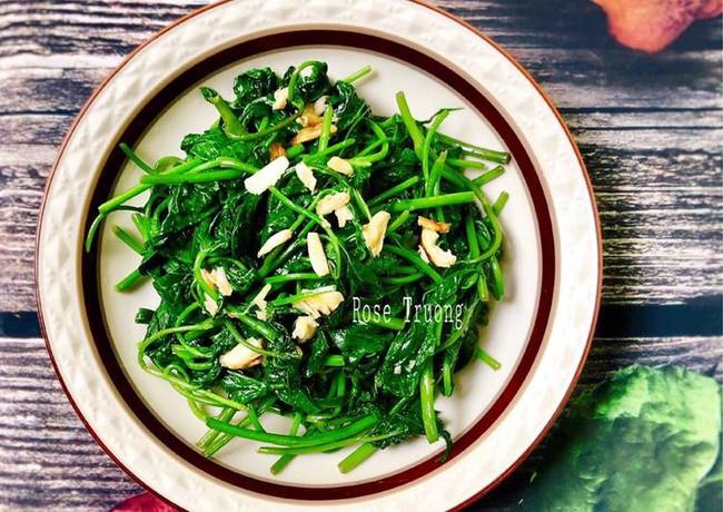 Bữa tối sau Tết ở nhà tôi đĩa rau lang xào xanh mướt lúc nào cũng hết trước tiên! - Ảnh 3.